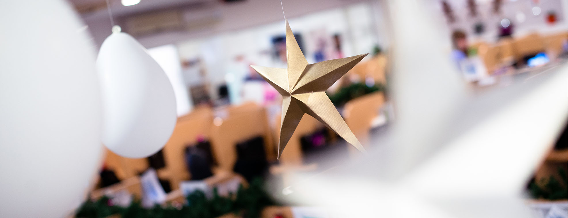New Year star-form office decoration