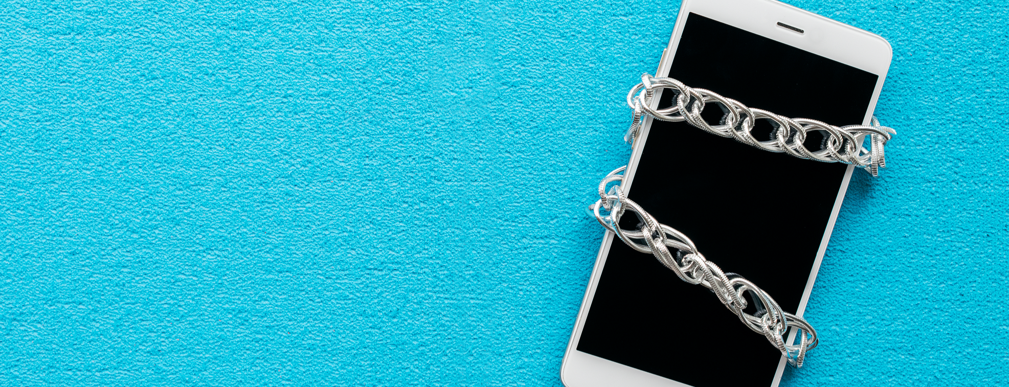 A phone trapped in chain to avoid using it as a distraction